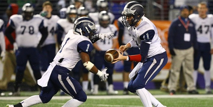 The Howard HS quarterback hands the ball off to his running back in the 2015 State Finals.